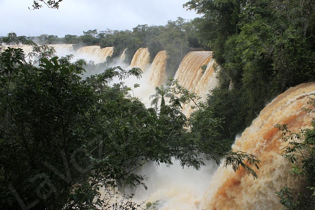 cataratas caudal de agua superior al normal